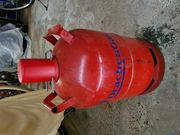 Leere 11 kg Propangasflasche rot