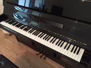 Yamaha Klavier schwarz hochglanzpoliert gut