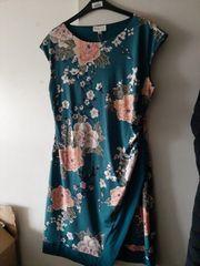 Kleid türkis mit Blumen Apricot