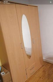Kleiderschrank mit Spiegel von Kinderzimmer