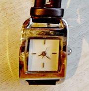 Neue und kompakte Edelstahl-Damen-Armbanduhr mit
