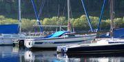 Super Moderne Motor- Und Segelboot
