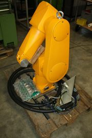 Roboter arm Stäubli RX90 mit