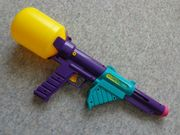 Spielzeug Wasserspritzpistole mit Tank