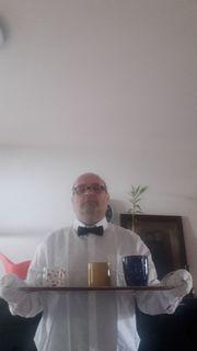Klassischer Diener Butler sucht Herrschaft