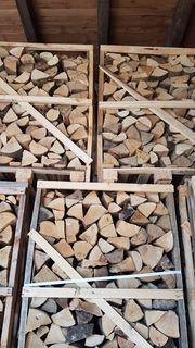 Buchenholz in der Holzbox trocken