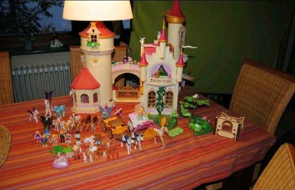 Playmobil Schloss mit viel Zubehörteilen