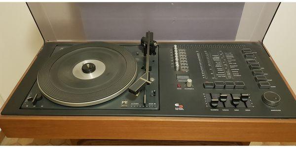 Schneider PE3012 Plattenspieler Radio und