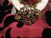 Brosche Jugendstil mit metallfarbenen Perlen