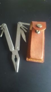 Outdoor Multitool mit Ledertasche