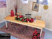 Langer Esstisch mit schöner Patina -