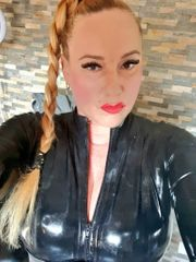Domina Klinikerin KV Herrin Latex