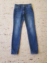 8 Stück tolle Stretch-Hosen Jeans