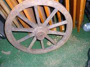 Antikes Holz-Wagenrad