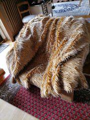Sofa oder Bettüberwurf in Felloptik