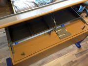 Schreibtisch der Marke Moll Model