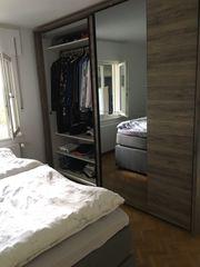 Schlafzimmer Schrank mit Beleuchtung