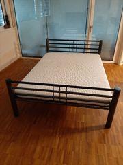 Bett inkl Lattenrost und neuer