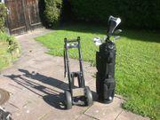 zwei komplette Golfausrüstungen