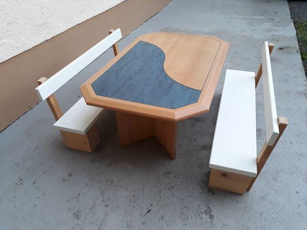 Verkaufe Kindersitzbänke mit Tisch