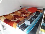großes Wasserbett mit Schubladen