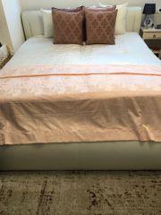 Bett aus echtem Leder