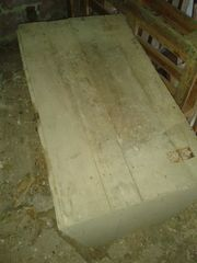 alte Holzkiste mit Deckel Holztruhe