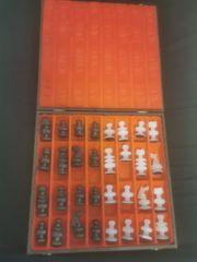 Schachfiguren aus Onyx-Steinen