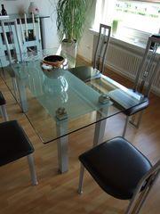 Glasvitrine Tisch Stühle