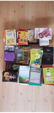 Bücherkiste mit über 70 Büchern