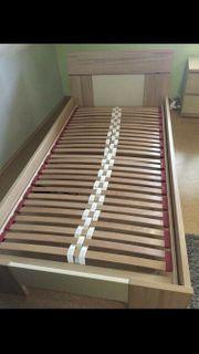Bett mit Lattenrost Matratze und