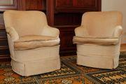 Zwei Sessel im Antik-Stil