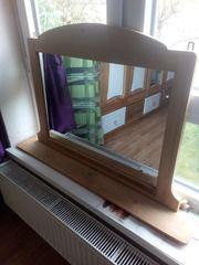 Großer Holzspiegel mit Ablage