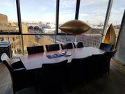 Konferenztisch maßgeschneidert Echtholz mit Sesseln