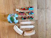 Holzeisenbahn mit Schienen und Tunnel