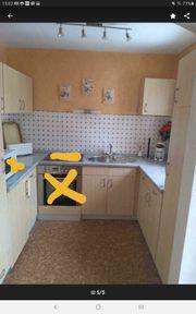 Küche mit Kühlschrank und Waschbecken