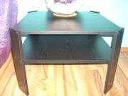Schwarzer Holztisch