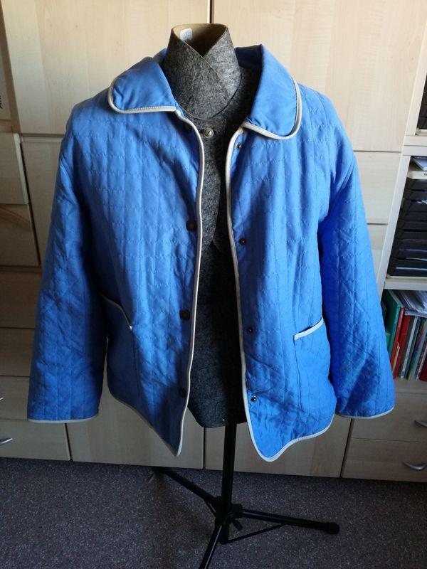 Steppjacke Übergangsjacke blau Gr. 44/46 - Waldbrunn - Verkaufe hier eine Steppjacke hellblau mit Druckknöpfen (sind alle OK nichts eingerissen oder dergleichen).Ohne Kapuze.Die Jacke ist in einem sehr guten Zustand, da sie nur wenig getragen wurde.Gr. 44/46Rauchfreier und tierfreier Haushalt.Seh - Waldbrunn