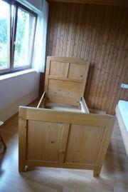 Altes Holzbett
