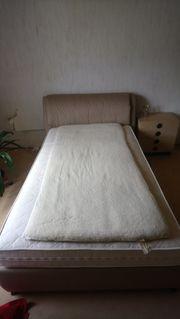 Senioren-Bett mit elektrisch verstellbaren Lattenrost