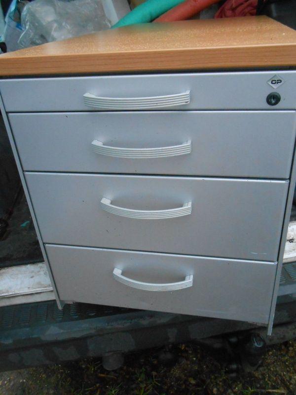 CP Rollcontainer passt unter Schreibtisch