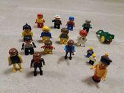 Lego- und Playmobil-Figuren