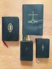Vier alte Gebetbücher