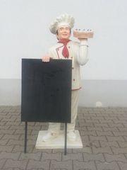Koch Konditor mit Werbetafel