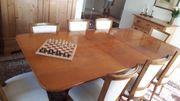 Edler Tisch aus Holz Anegre