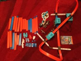 Sonstiges Kinderspielzeug - Hot wheels track builder mit