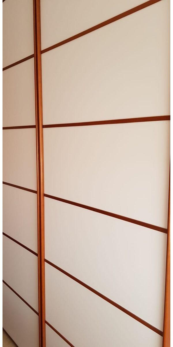 Verkaufe Schlafzimmerschrank Farbe Weiß Buche