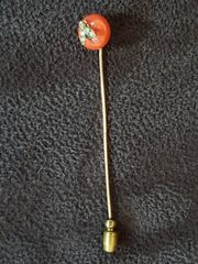 Krawattennadel mit Korallenbouton Diamanten