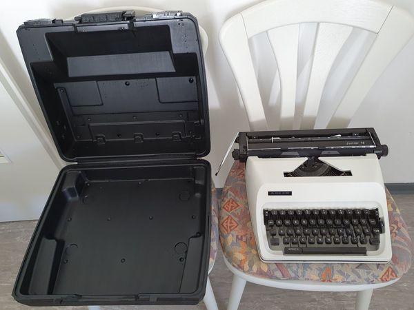 Schreibmaschine von Adler Junior 12