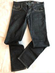 2 Jeans für Herren um